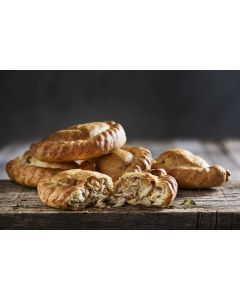 769250 Country Range Red Tractor Traditional Cornish Pasty Unbaked